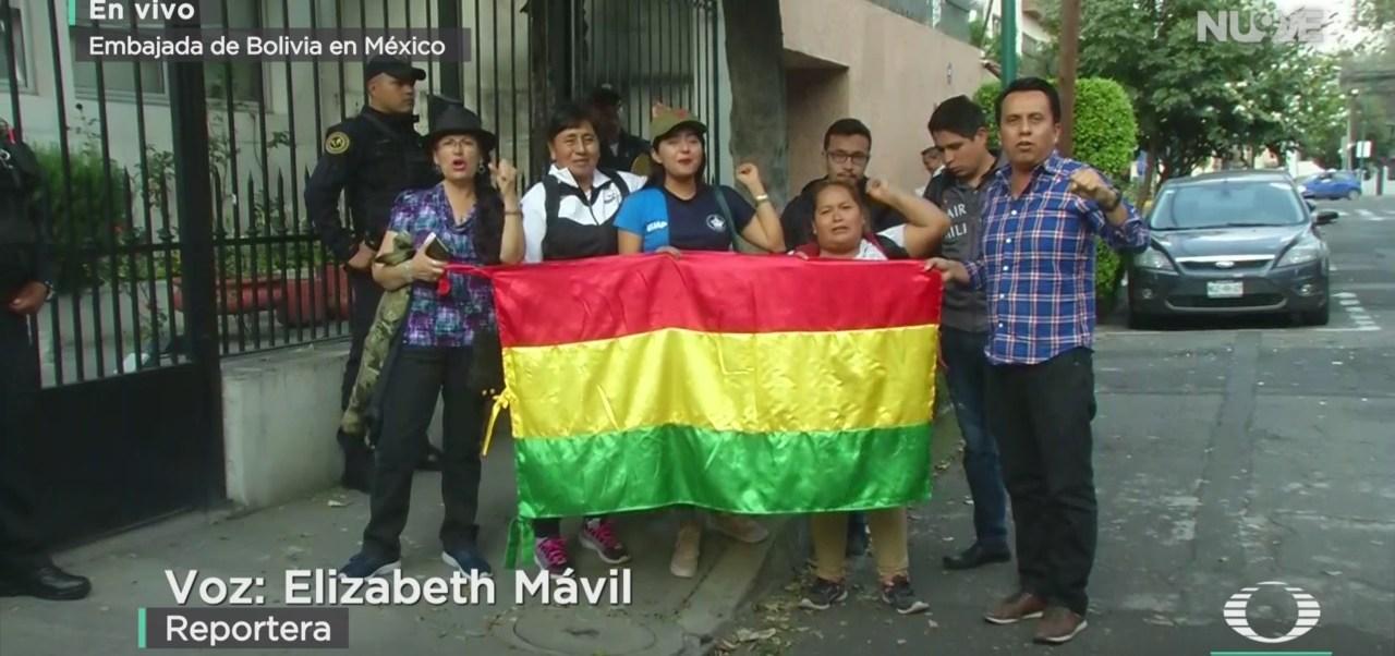 FOTO: Manifestación Apoyo Evo Morales Afuera Embajada Bolivia México