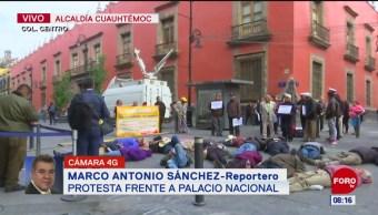 Foto: Manifestantes protestan frente Palacio Nacional CDMX