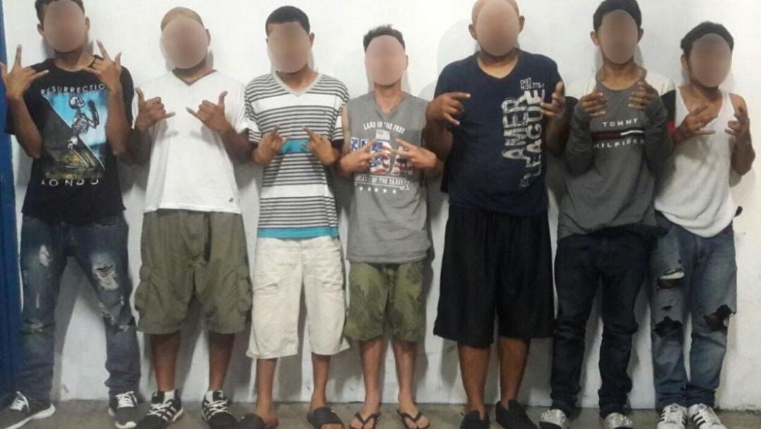 Foto: Tras una revisión preventiva, se les encontraron dos armas de fuego, cuatro cartuchos de escopeta, un cuchillo cebollero, tres pasamontañas y 15 bolsitas con presunta droga