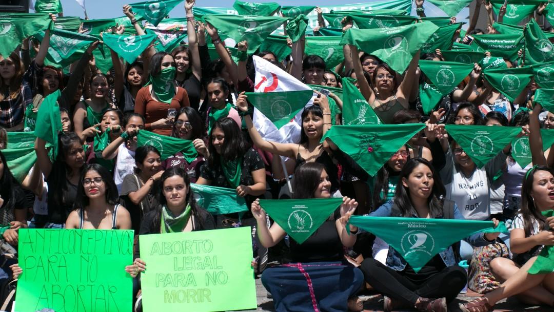 Foto: Sacerdote realiza exorcismo contra el aborto en Congreso de Hidalgo