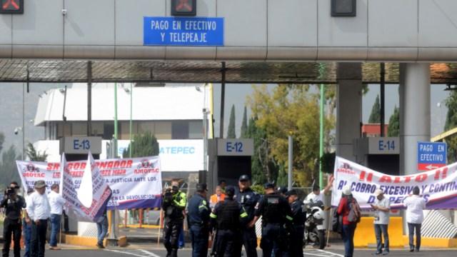 Imagen: A las 12:00 se espera que integrantes de la Desobediencia Civil, Resistencia Civil Pacífica se concentren en diversas casetas, 18 de noviembre de 2019 (Armando Monroy /Cuartoscuro.com)