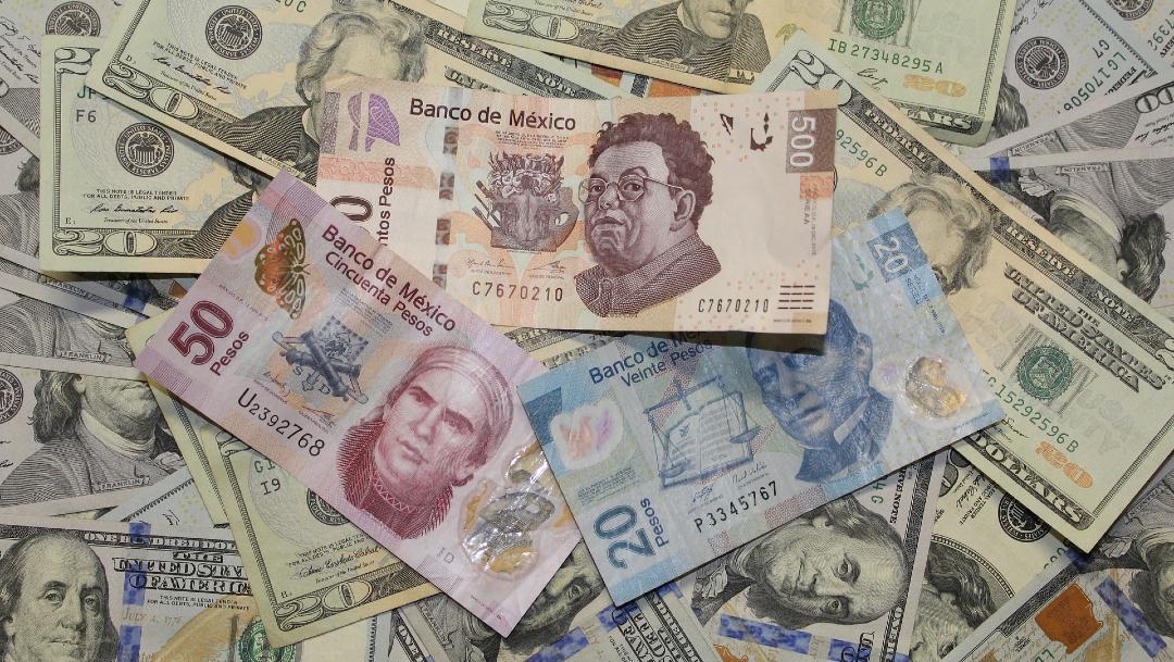 Dólar cierra con descenso; peso acumula dos semanas al alza