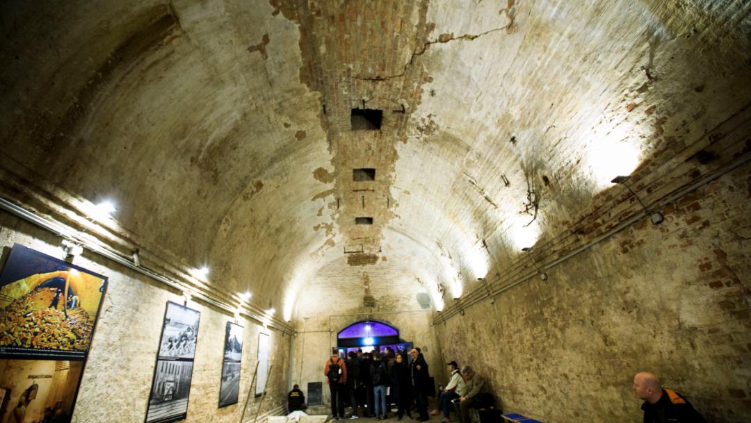 FOTO Abren al público túnel de escape bajo el Muro de Berlín (Getty Images)