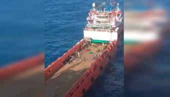 Foto: El barco mercante italiano Asso30 rescata a 200 migrantes en el Mediterráneo, 2 noviembre 2019