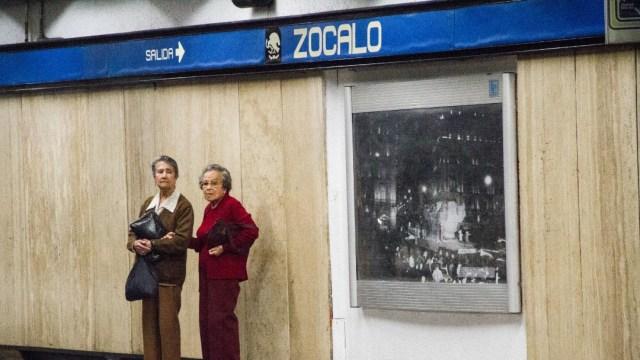 Foto: Operativo en Metro Zócalo para rescatar a persona en las vías