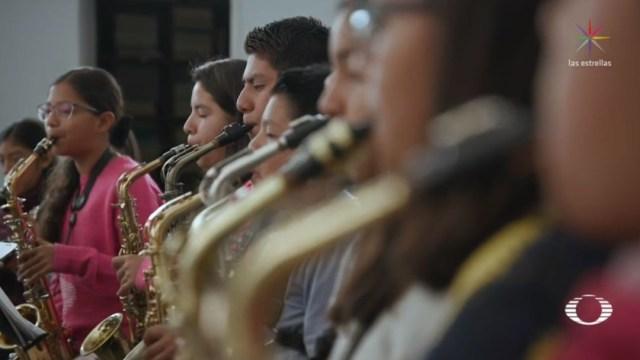 """Foto: """"Aquí en la banda aparte de que se les inculca lo de la música, también se les inculcan valores como es el respeto y la puntualidad"""", comentó Jair Monte, padre de niños integrantes"""