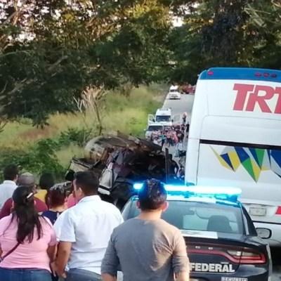 Pipa se impacta contra autobús en carretera de Tabasco y deja un muerto y 10 lesionados