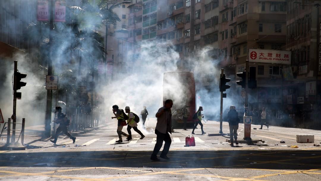 Foto: Policía de Hong Kong hiere de gravedad a manifestante, 11 de noviembre de 2019, Hong Kong