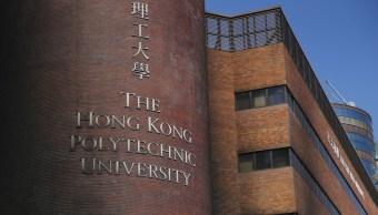 Policía de Hong Kong insta estudiantes salir de Universidad