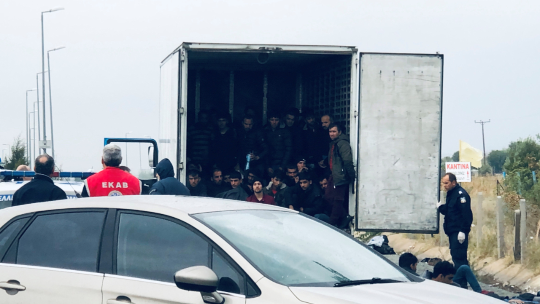 Foto: El descubrimiento se produjo justo 11 días después de que la Policía británica encontró 39 cadáveres en el contenedor de un tráiler en una zona industrial en Grays, 4 de noviembre de 2019 (Reuters)