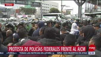 Policías federales inconformes retienen a policías de la CDMX en AICM