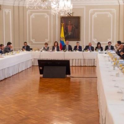 Presidente de Colombia se reúne con líderes de las protestas contra su gobierno