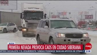 Primera nevada desata caos en Siberia