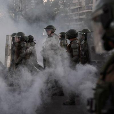 Policía de Chile suspende el uso de balines en las protestas