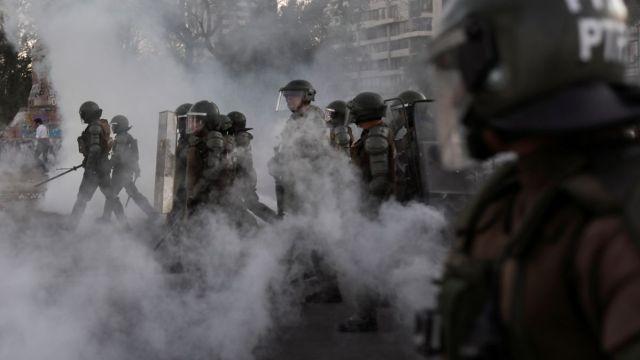 Policía chilena suspende uso de balines en protestas
