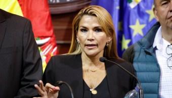 """Foto: La legisladora dijo que lo haría sólo """"para dar una certidumbre al país"""", de manera transitoria y para convocar a nuevas elecciones. 12 de noviembre de 2019 (Reuters)"""
