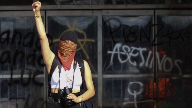 encapuchados vandalizan rectoria unam