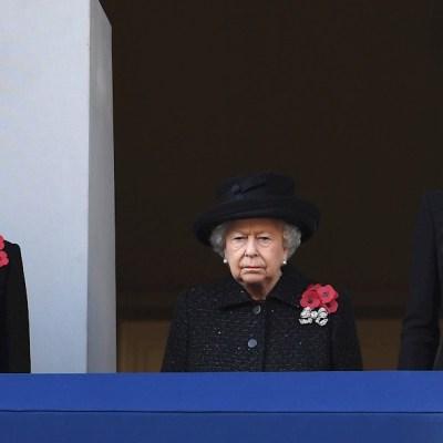 Isabel II preside el homenaje a los caídos en las guerras mundiales