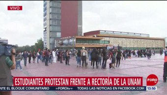 FOTO: Se enfrentan estudiantes encapuchados Rectoría UNAM