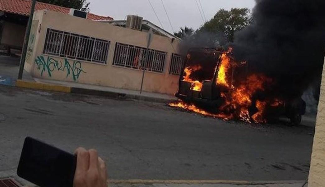 Foto: Suman 23 vehículos incendiados en Ciudad Juárez, 8 de noviembre de 2019 (Twitter @estado_mx)