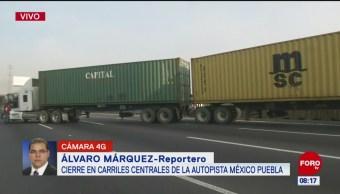 Tráiler bloquea la carretera México-Puebla