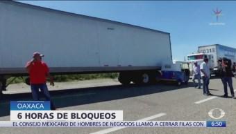 Transportistas bloquean carreteras de Oaxaca durante 10 horas