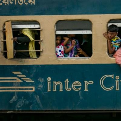 Choque de trenes en Bangladesh deja 16 muertos