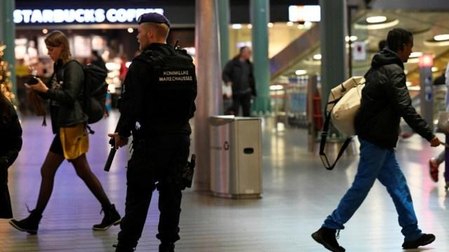 Foto: Un avión español y tuiteros falsos desatan caos en aeropuerto de Ámsterdam