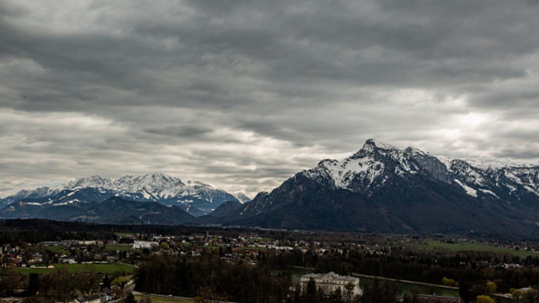 Imagen: Otro alud en Bad Gastein, al sur de Salzburgo, destruyó dos casas, sepultando a dos mujeres adentro, 18 de noviembre de 2019 (Getty Images, archivo)