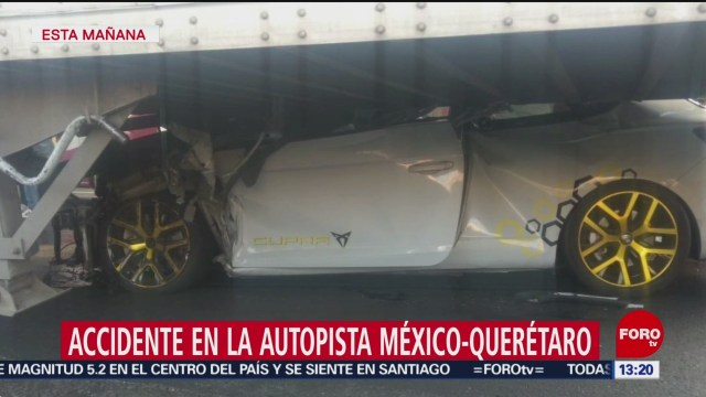 FOTO: Vehículo queda debajo camión México-Querétaro