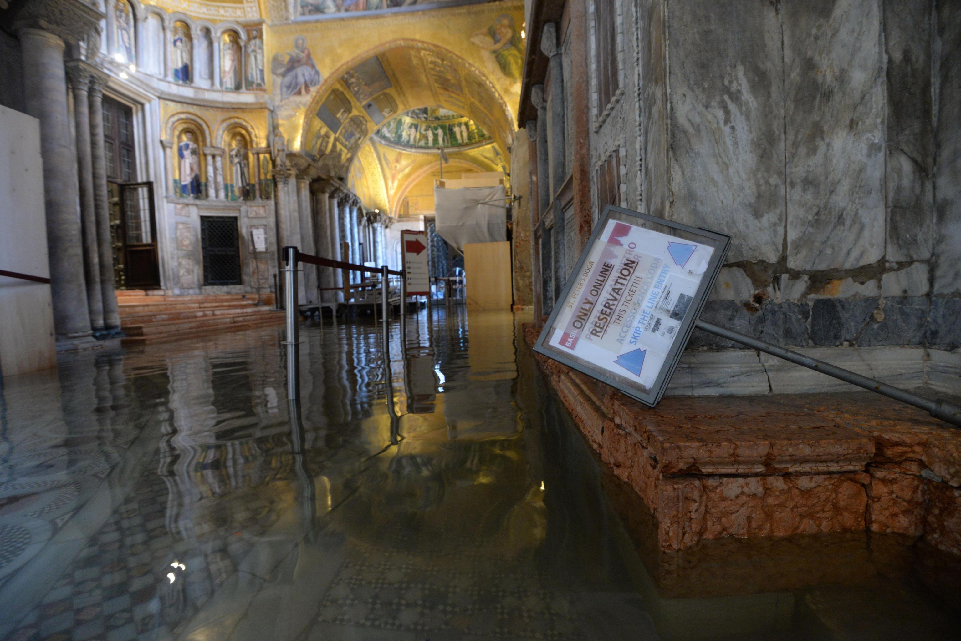 FOTO Cambio climático, causa de marea récord en Venecia, dice alcalde