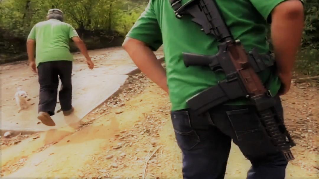 FOTO: Zirándaro: Miles huyen por la guerra entre narcos; Astudillo dice que la situación es normal