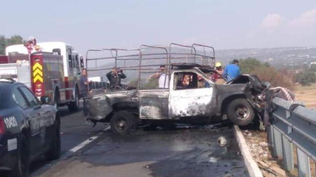 Tráiler choca contra camioneta de peregrinos en la México-Pachuca