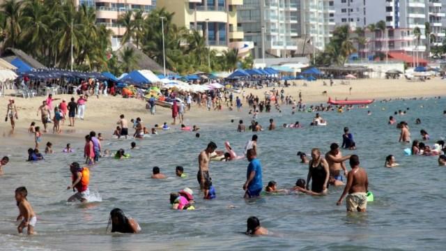 Foto: Desde este fin de semana, las playas de Acapulco ya se encuentran llenas de turistas, previo al periodo vacacional de fin de año