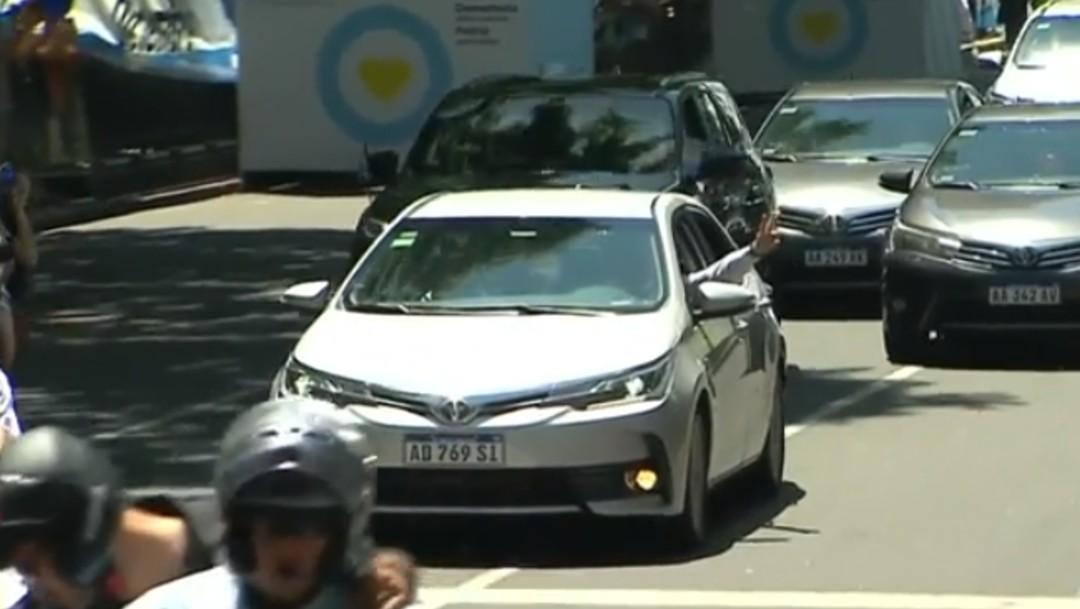 Foto: Alberto Fernández conduce su propio auto hacia ceremonia de juramentación