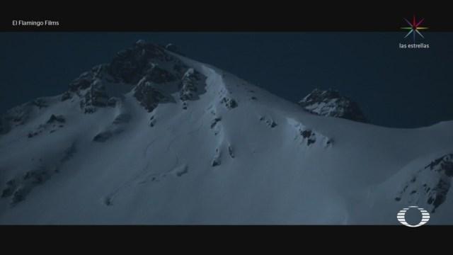 FOTO: 30 diciembre 2019, alemanes esquian de noche los alpes austriacos