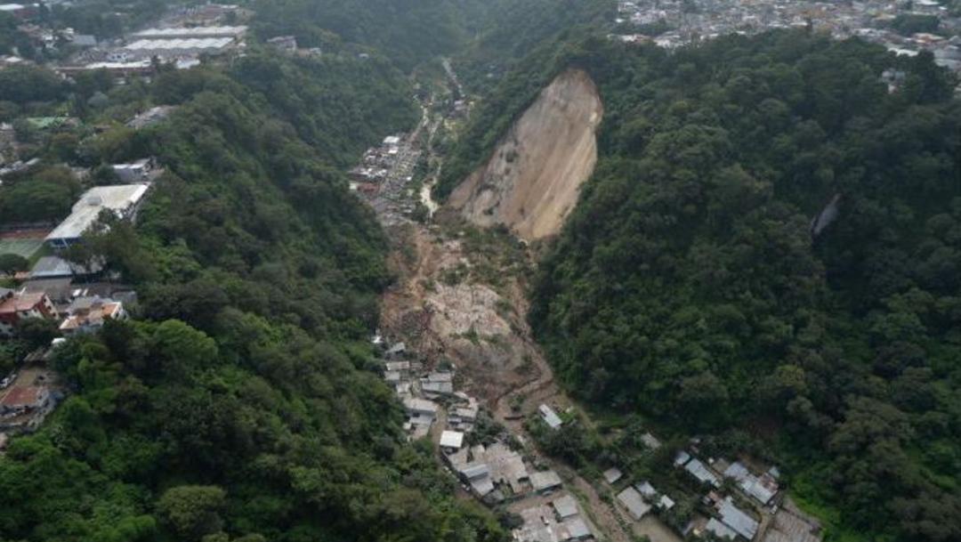 Foto: Un alud en Santa Catarina Pinula, Guatemala, provocó la muerte de cientos de personas