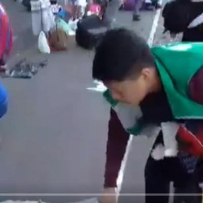 Foto: Funcionarios del Gobierno de la CDMX quitan productos a artesanos, 8 de diciembre de 2019 (Captura de video)