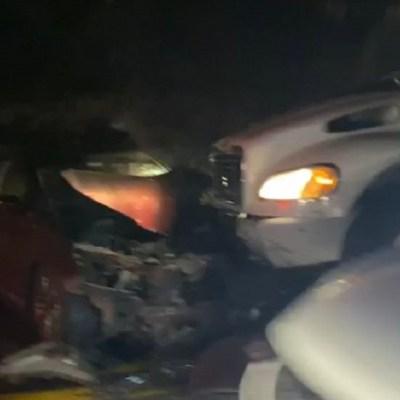 Se registra choque múltiple entre tres vehículos y un camión torton en Nochixtlán, Oaxaca