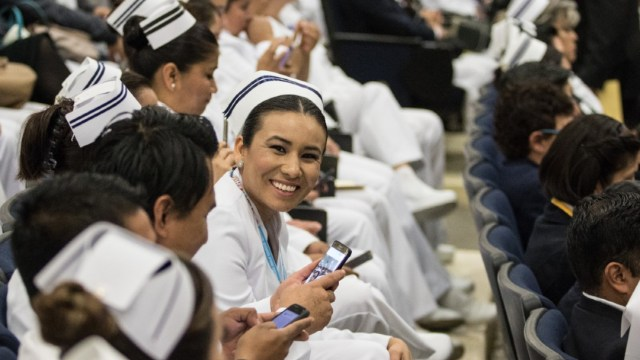 IMSS convoca a medicos y efermeras