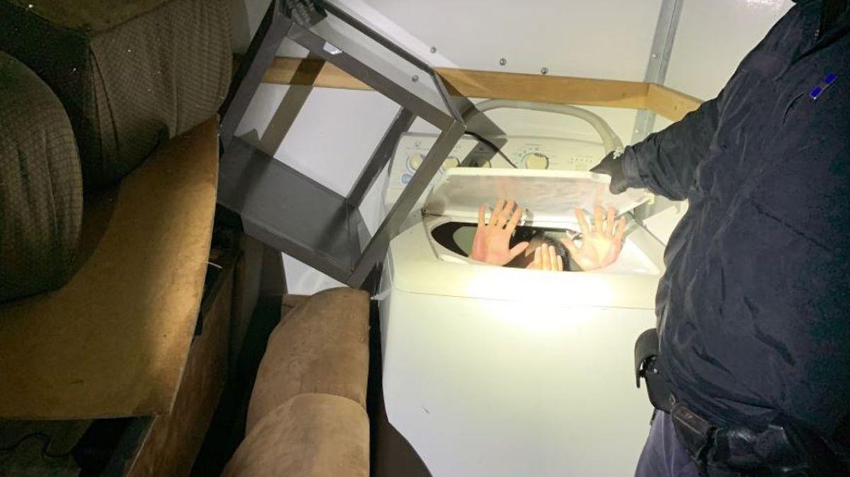Inmigrantes chinos intentaron entrar a Estados Unidos escondidos en muebles