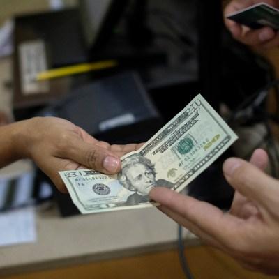 FOTO Dólar se vende en 19.61 pesos este 3 de diciembre (Getty Images)