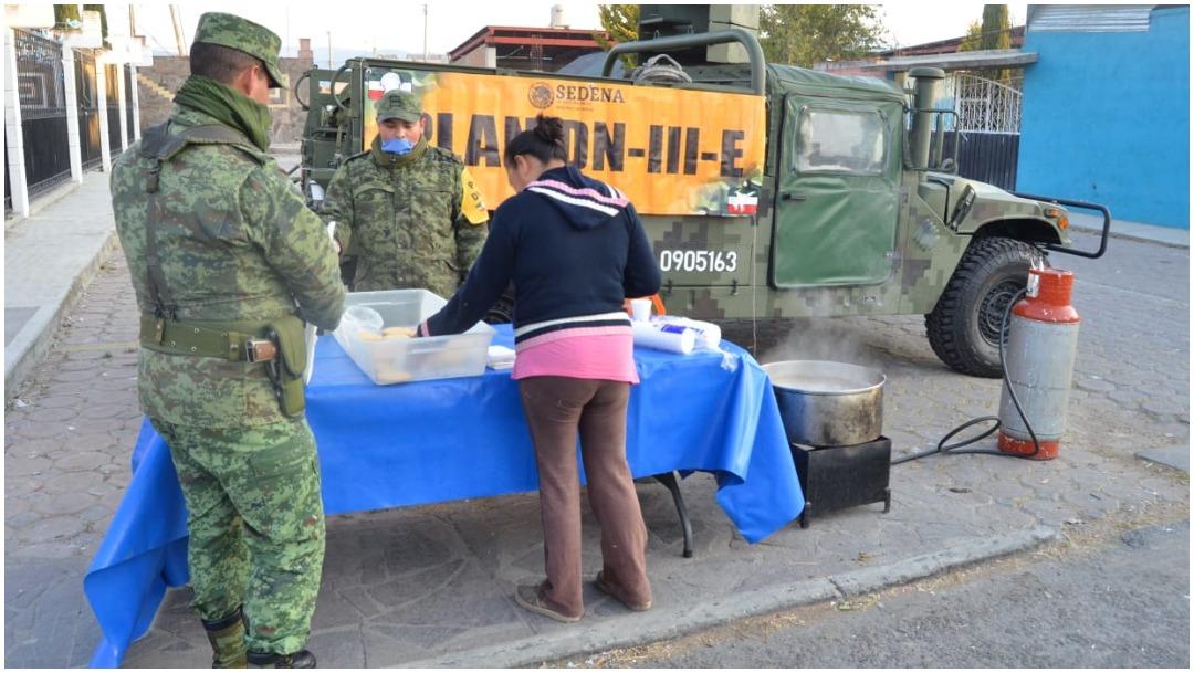 Foto: El Ejército sigue repartiendo bebidas calientes para combatir el frío, 29 de diciembre de 2019 (Sedena)