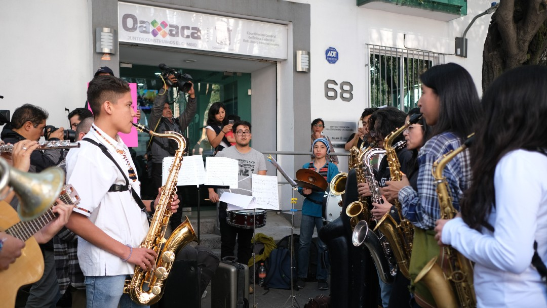 Protestan en CDMX por agresión a saxofonista oaxaqueña