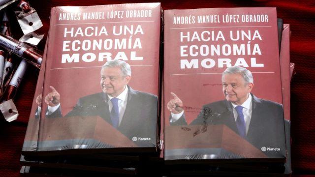 """Foto: """"Hacia una Economía Moral"""", libro del presidente de México, Andrés Manuel López Obrador. Cuartoscuro"""