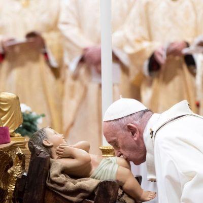 Dios ama a cada hombre, incluso al peor, asegura papa Francisco en Misa de Gallo