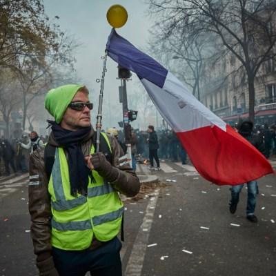Gobierno de Francia sigue firme en reforma de pensiones, a pesar de protestas
