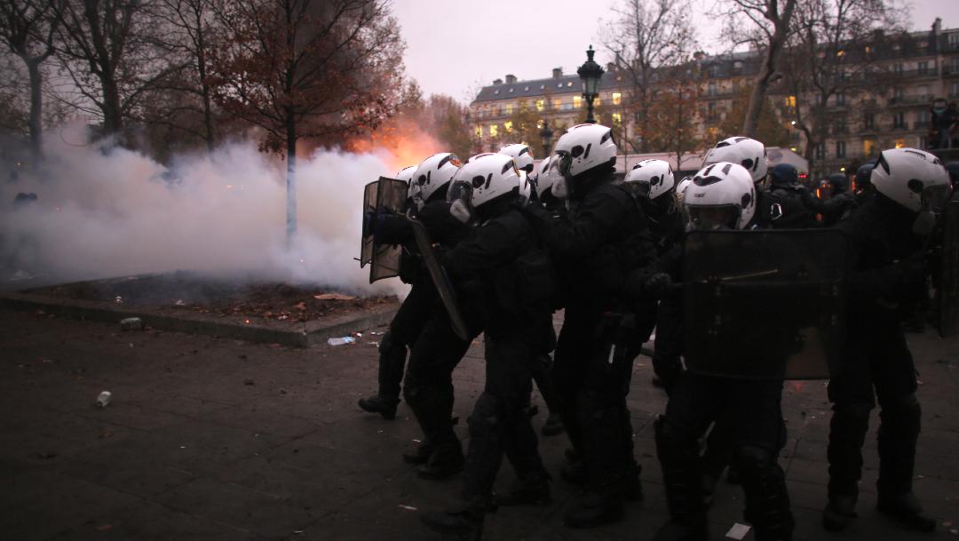 FOTO Francia protesta contra reforma de pensiones, se desatan disturbios en París (AP)