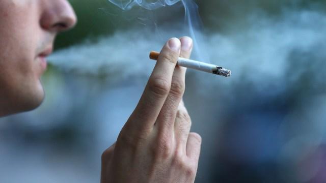 Foto Fumar con tu jefe puede ayudarte a ascender más rápido en el trabajo: estudio