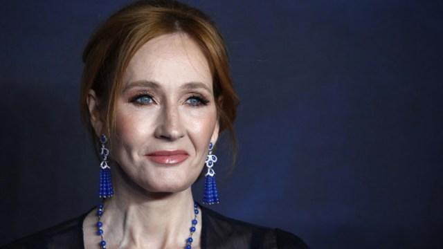 """Foto: J.K Rowling asiste al estreno de """"Animales fantásticos: los crímenes de Grindelwald"""" en Londres, Inglaterra, 13 de noviembre de 2018"""